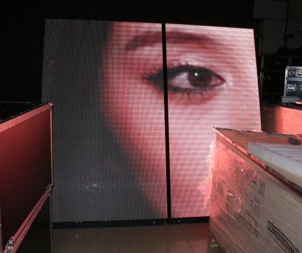Светодиодный цветной видео-экран для магазина косметики 2х2 метра
