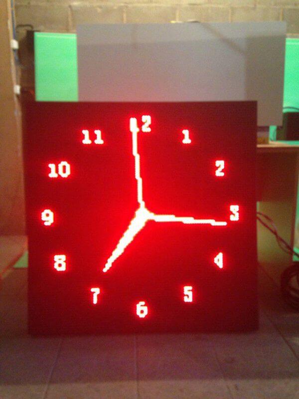 Часы фасадные уличные