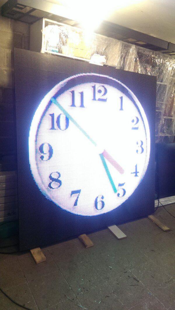 электронный часы фасадные на здание