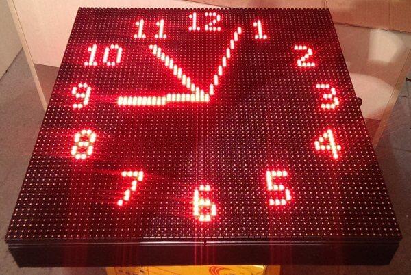 Часы уличные электронные