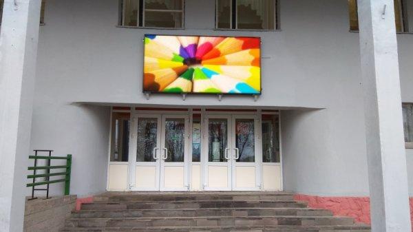 Светодиодный видео экран уличный 2.8х1.3м