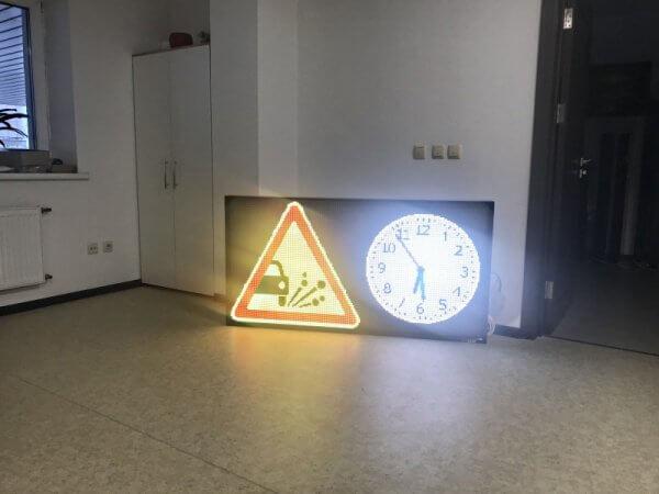 светодиодное табло дорожных знаков, температуры, времени, предупреждений